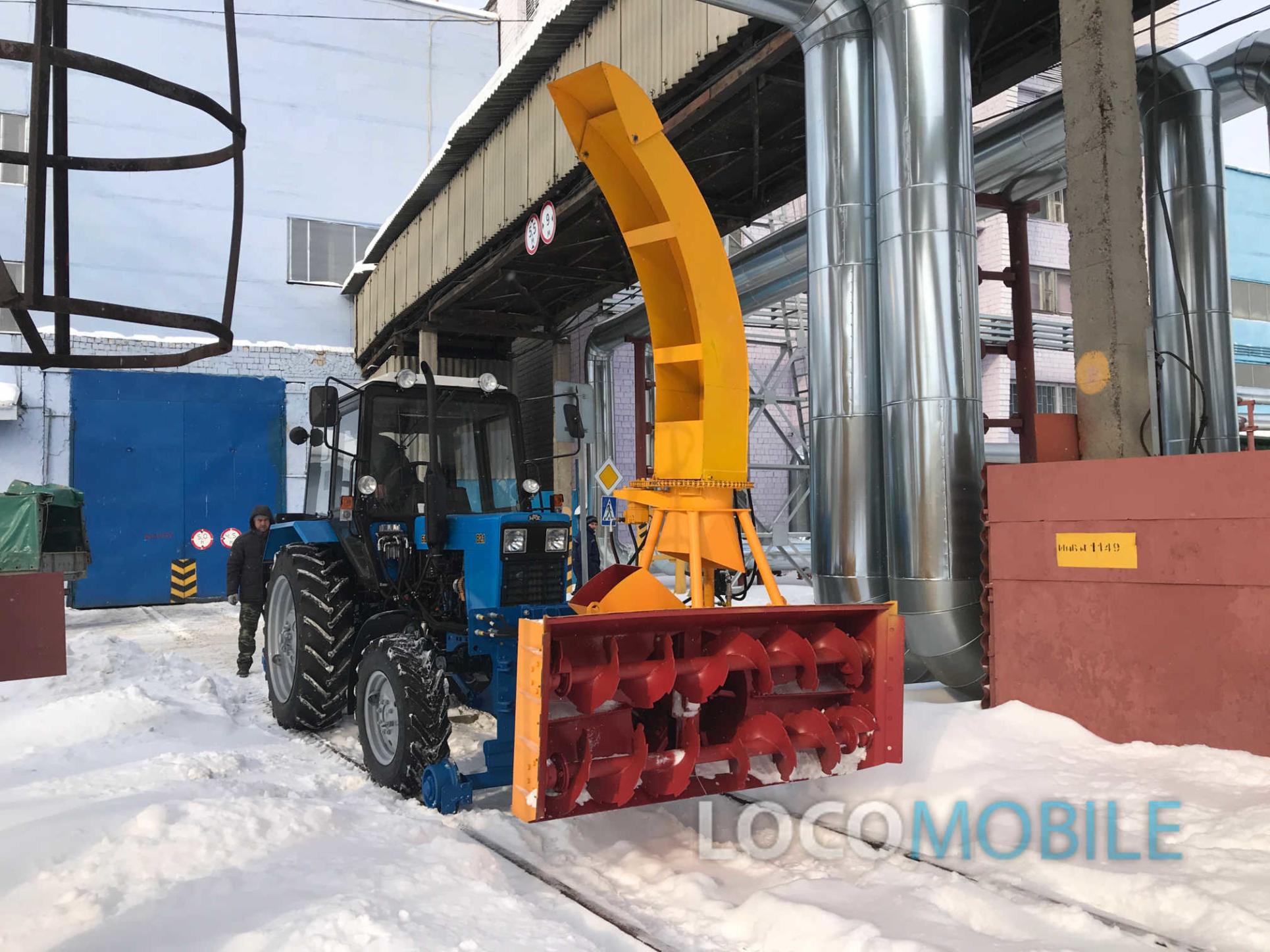 Шнекороторный снегоочиститель (ФРС-200) является навесным быстросъемным рабочим органом для монтажа на переднюю навеску рельсового коммунального трактора (локомобиля) и предназначено для очистки шпальной решетки и рельсов железных дорог колеи 1520 мм (1435 мм) от снега. ФРС может применяться для удаления снега с покрытия автомобильных дорог общего пользования.