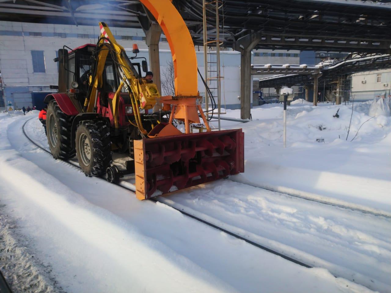Машина универсальная РЕТРАК-92П с навесным снегоочистительным оборудованием